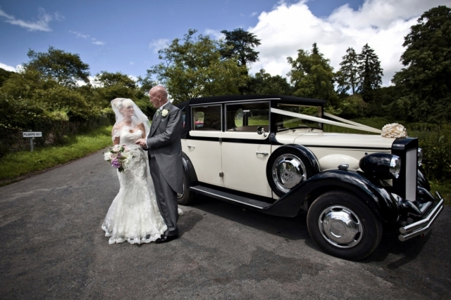 Select Limos Henrietta 6 passenger 1920 Regent wedding car in Ivory & black