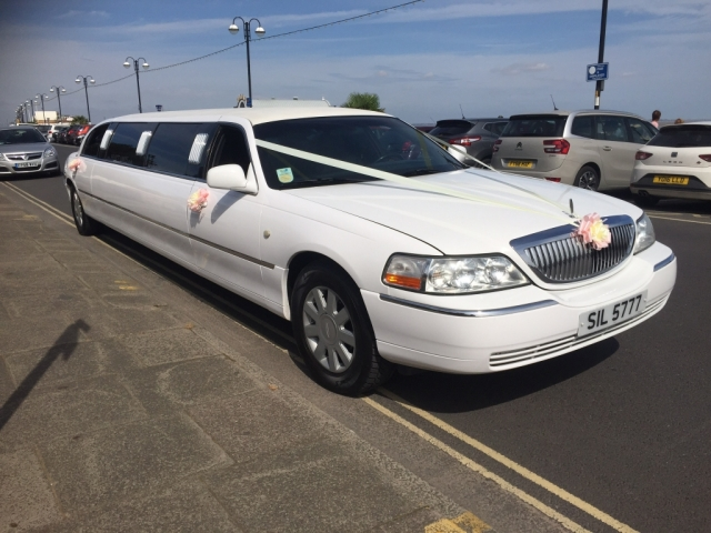 Select limos Lincoln stretched white Limousine