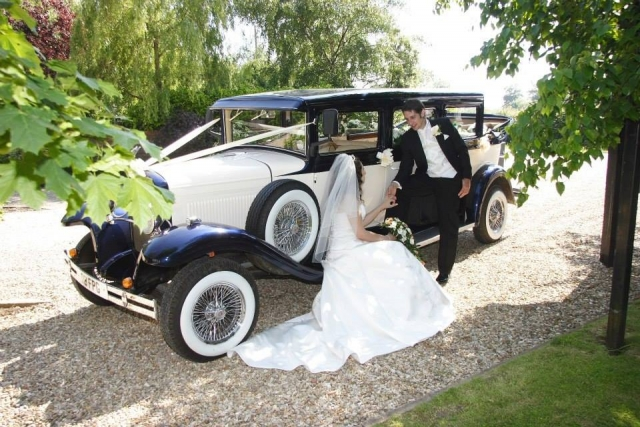 Select Limos 1930 style Vintage Wedding Car for up to 7 passengers