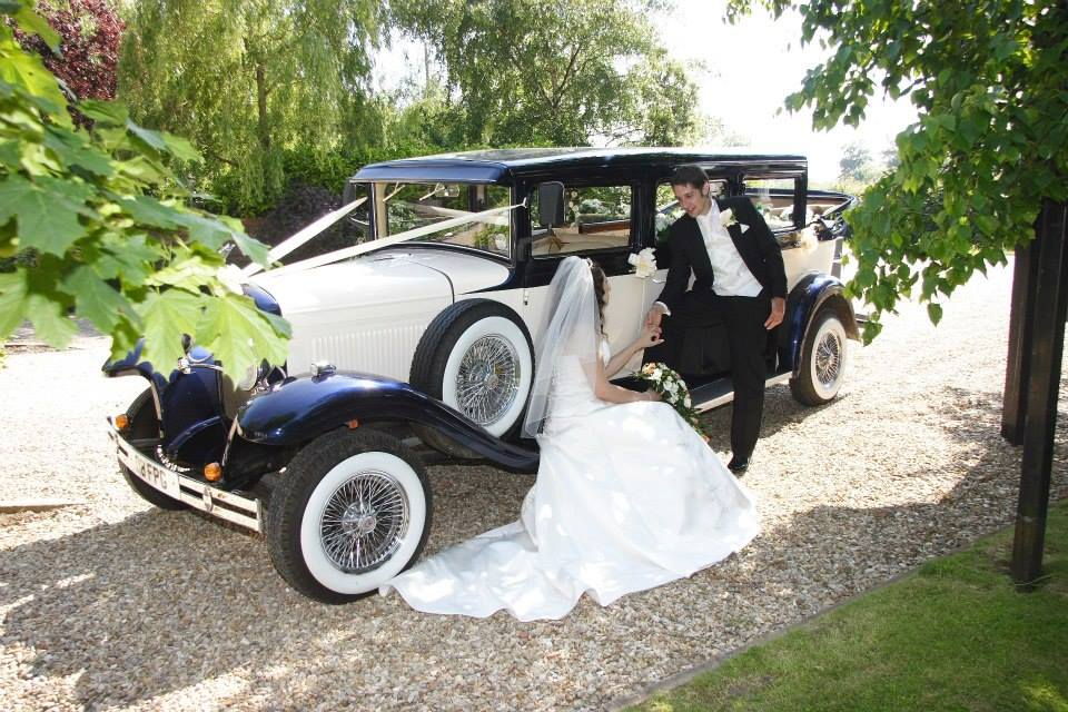 1930 style Vintage Wedding Car for up to 7 passengers