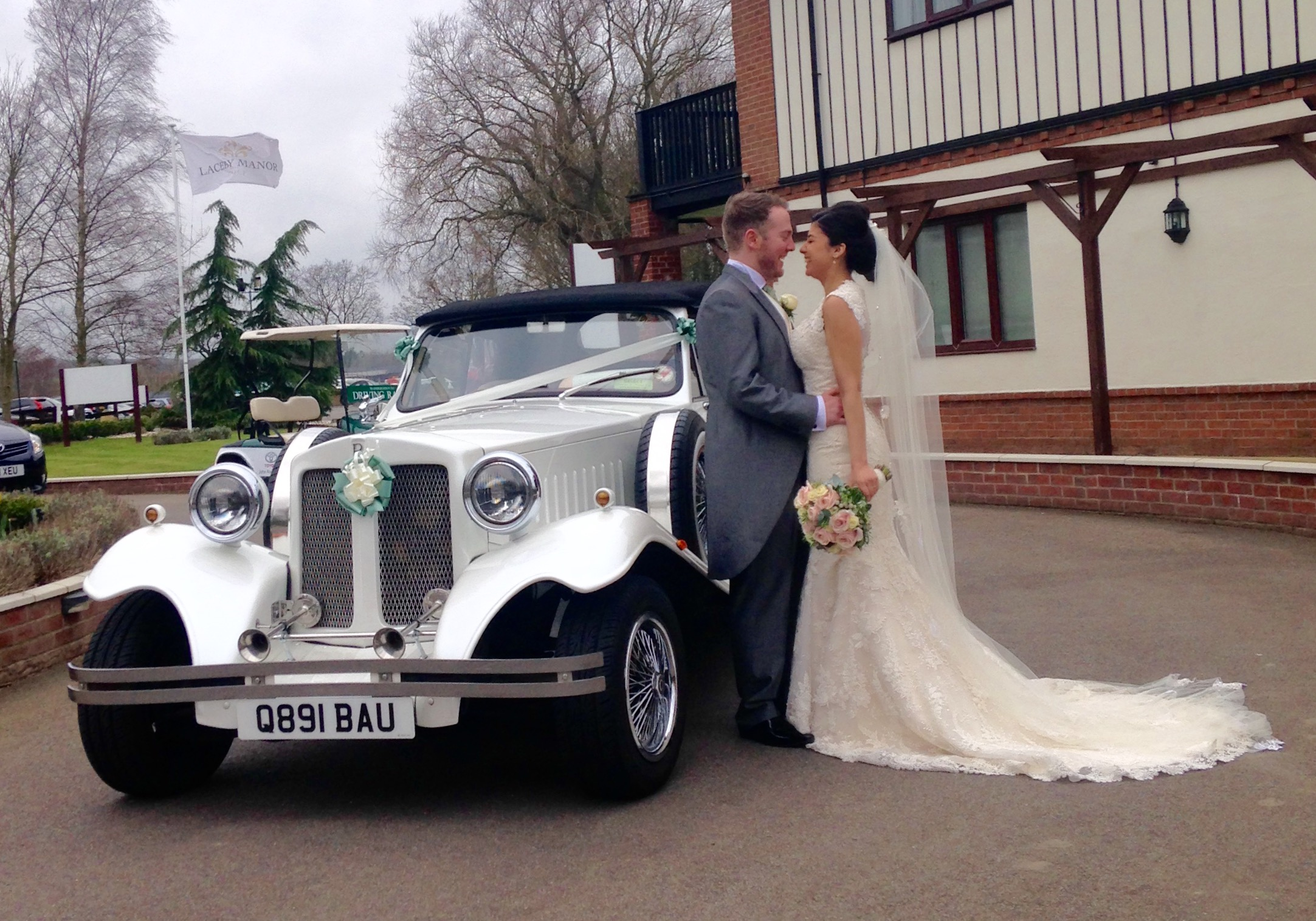 Select Limos Bella our 1930's style vinatge Beauford wedding car